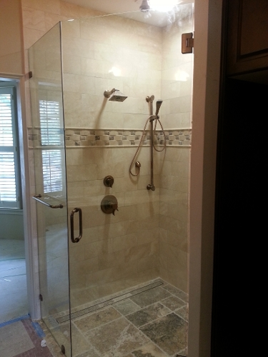 2-frameless_enclosure_with_towel_bar_in_side_panel